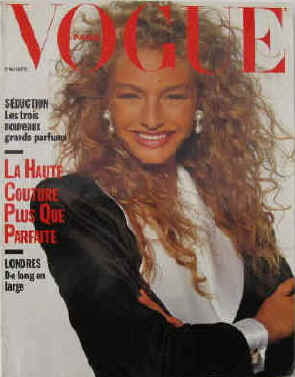 Vogue Paris Nr. 689, Septembre 1988. La Haute Couture plus que parfaite / Seduction les trois nouveaux grands parfums / Londres de long en large. En couverture Michaela Berku.  Paris, Les Editions Conde Nast, 1988.