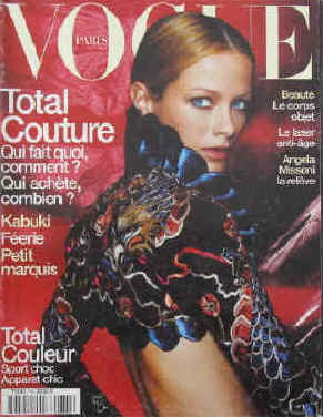 Vogue Paris Nr. 785, Mars 1998. Total Couture.Qui fait quoi, comment? Qui achete, combien? / Kabuki F�erie petit marquis / Total Couleur sport choc, apparat chic / Beaut� le corps objet / Le laser anti-age / Angela Missoni la rel�ve. En couverture Carolyn Murphy.  Paris, Les Editions Conde Nast, 1998.