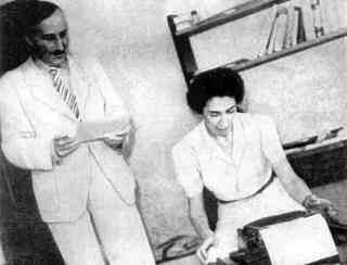 Stefan Zweig and Lotte Zweig around 1940 in Brazil using a portable typewriter of the Royal Typewriter Company.